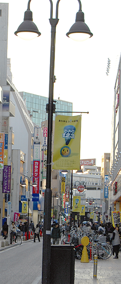 街路灯に広告掲出