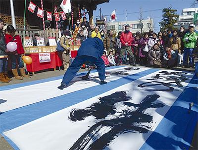 地域の祭りに1万5千人