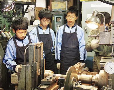 東橘中生、職人に技術学ぶ