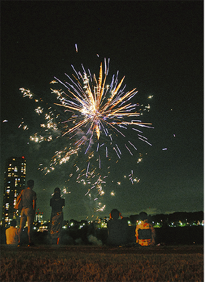 多摩川の小さな花火大会