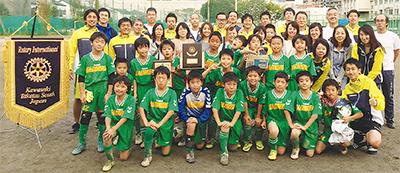 初のサッカー大会開く
