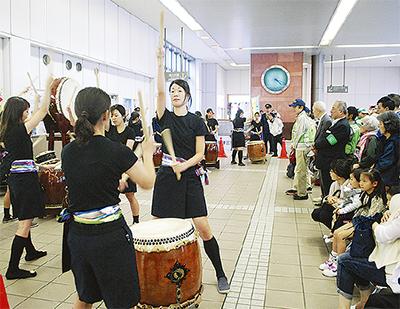 和太鼓で盛り上げる