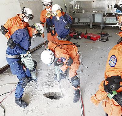 震災想定し連携訓練