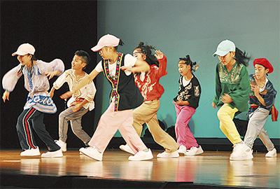 競技ダンスで観客魅了