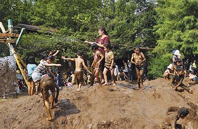 泥んこでお祭り