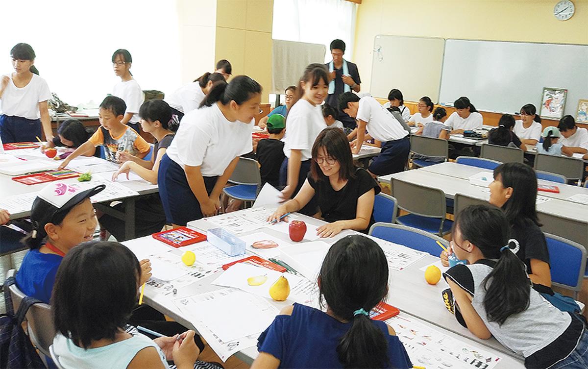 児童が中学生から遊び学ぶ