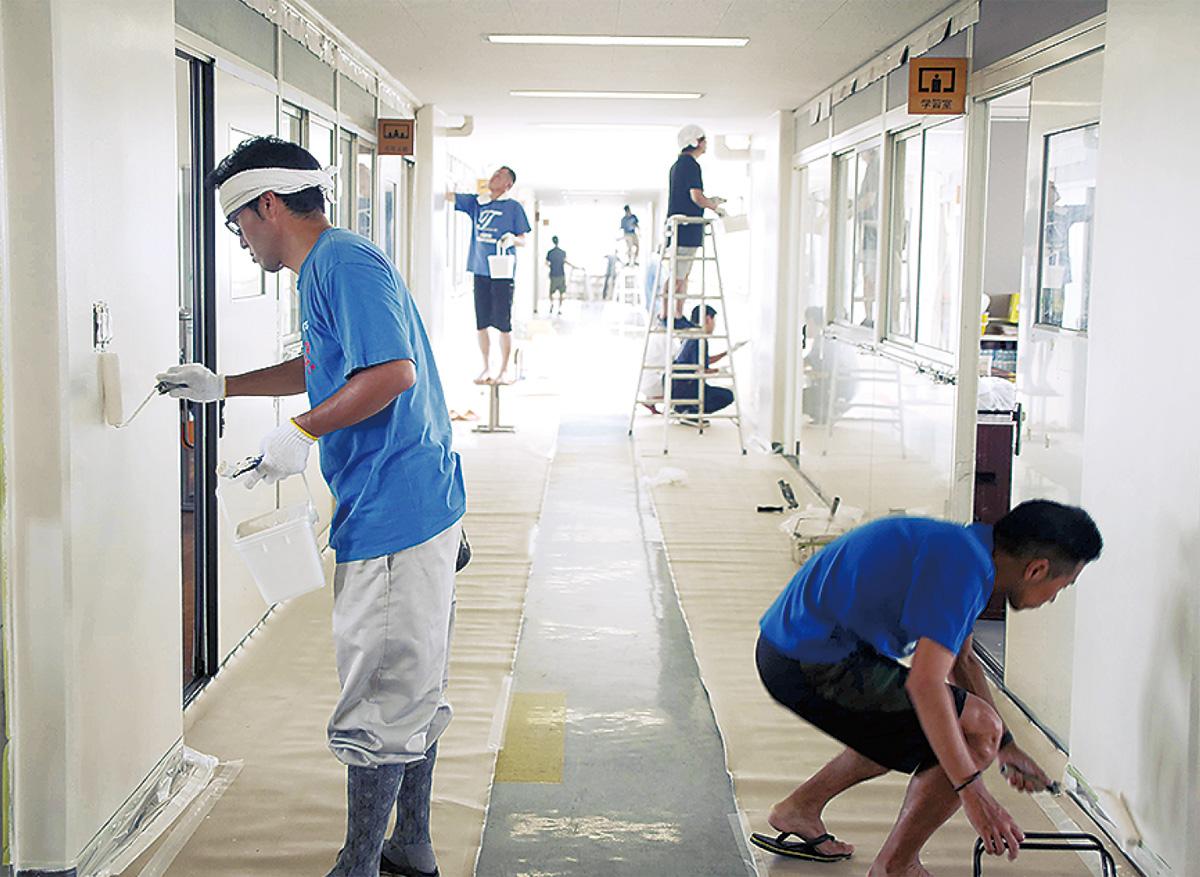 校舎のペンキ塗りに挑戦