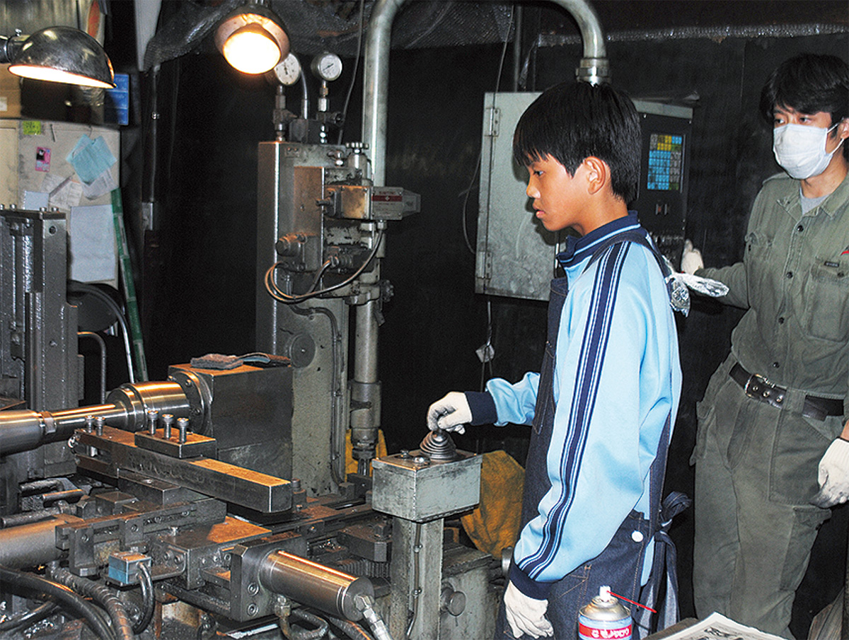 町工場や介護の仕事を体験