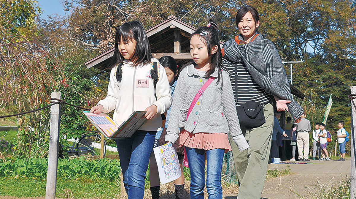 児童が寺院や公園めぐる