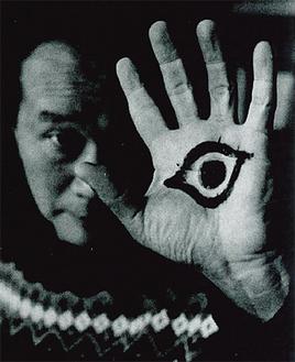 岡本太郎氏(1963年美術出版社/撮影:酒井啓之氏)