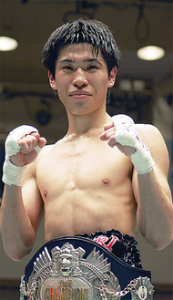 タイトルを獲得した黒田選手(先月16日、後楽園ホール)