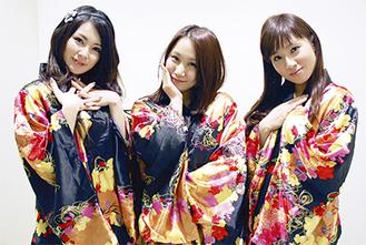 「応援してください」。メンバーの佐藤加奈子(かなかな)さん、前田薫里(かおりん)さん、前田沙耶香(まえさや)さん(左から)
