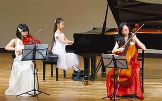 生徒さんや講師が発表会でアンサンブル演奏(4月)