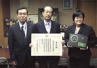 右から夏井館長、末吉会長、池田健児多摩区長