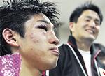 試合後インタビューに応じる黒田選手(左)と新田会長