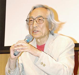 自身の経験を踏まえてシニア世代の社会参加を語る飯島監督