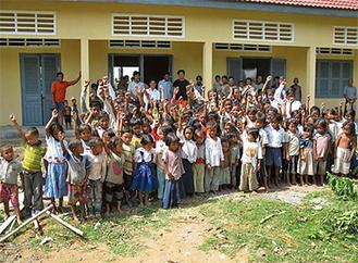 チャリティカットで09年に完成させたカンボジアの小学校