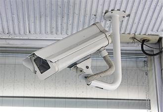 道路側に向けられたカメラ