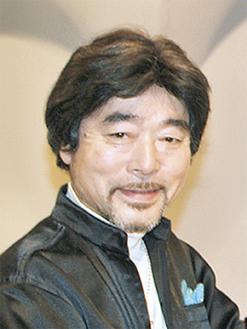登戸混声合唱団を指導する指揮者の片野秀俊さん