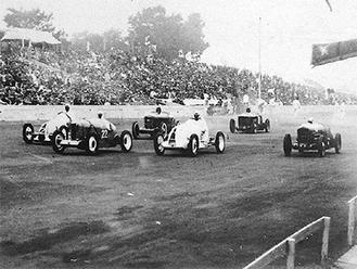 多摩川河川敷で行われたレース(C)多摩川スピードウェイの会