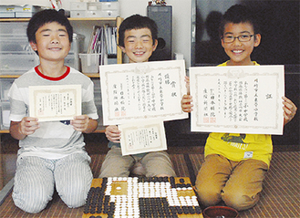 同校の(左から)重川佳吾君、明司君、熊谷大河君