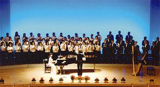 応募者と作るステージ(昨年)=合唱団提供