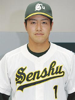 専大のユニホームを着て、思いを語る森山選手=生田キャンパス
