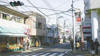 生田駅前に広がる商店街