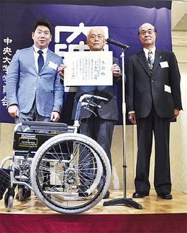 森山功相談役(中央)、松木支部長(右)
