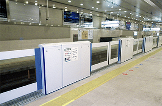 新宿駅の設置例=同社提供