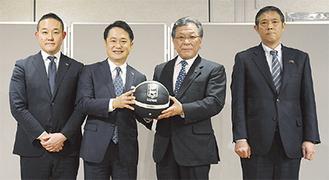 (右から)TBLSサービス荒木社長、東芝豊原氏、ディー・エヌ・エー岡村氏、元沢氏