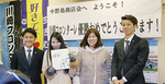 宿河原駅前商店会(右)、中野島商店会を訪れた選手ら