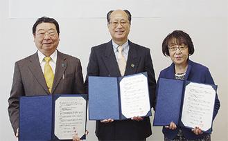 協定を結んだ(左から)原山会長、末吉会長、生田学長