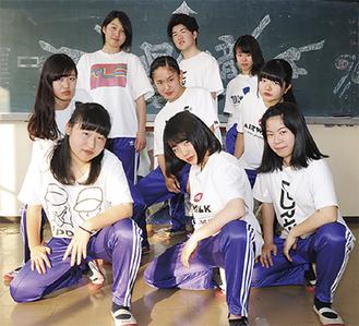 リーダーの谷口さん(2列目中央)ら準優勝メンバー