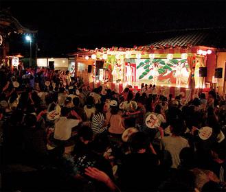 多くの観客が詰め掛けた川崎純情小町☆のステージ