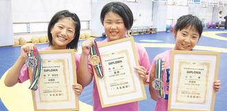 7月の大会で活躍した(右から)小川さん、松山さん、関戸さん