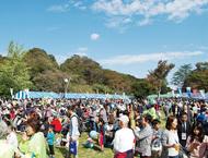 区民祭、好天に9万人