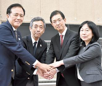 右から橋本社長、佐藤社長、田中社長、保坂展人世田谷区長