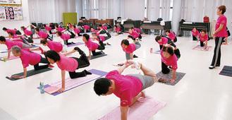 体操する会員=先月28日、JA稲田支店