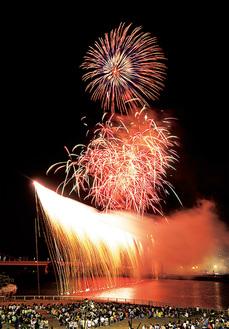前回のナイアガラ花火=主催者提供