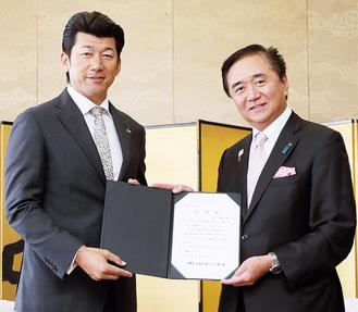 黒岩知事(右)と三浦さん