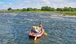 多摩川を下るボート=主催者提供