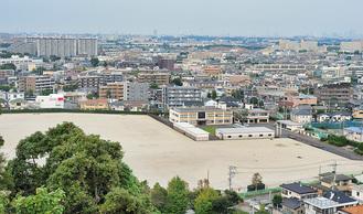 生田配水池の展望広場から見た、整備予定の浄水場用地