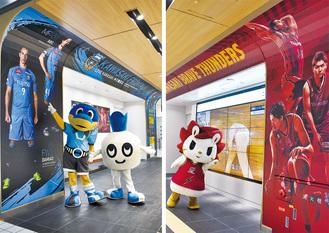 東急線改札内で行われた両クラブマスコットによるお披露目
