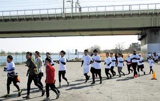 多摩川河川敷での様子(今年3月)