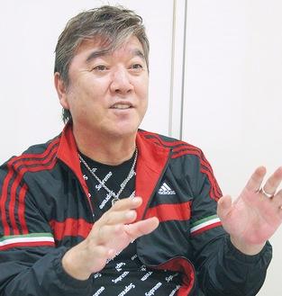 介護体験を語る小金沢昇司さん