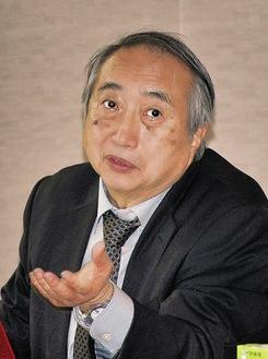 講演する岡部所長