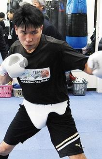 練習を公開する黒田選手(1月)