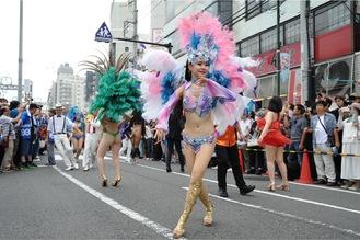 夏まつりの幕開けを飾るパレード(昨年)