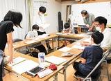 寺子屋に参加する中学生=先月26日、登戸